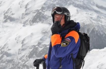 Спасатели получили сигнал о помощи по спутниковому телефону, который был у туристов