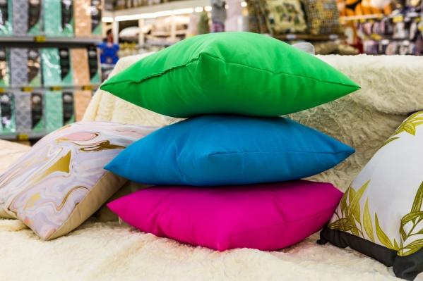 В магазине «Посуда-центр»горожане сдают старый текстиль и получают скидку на самый дорогой товар в чеке