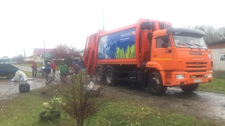 Вывозить башкирский мусор отправили машины из Московской области, Пензы и Нижнего Новгорода