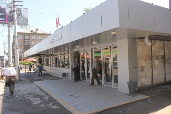 Чтобы отремонтировать вход в метро, рабочим понадобилось чуть больше 4 месяцев