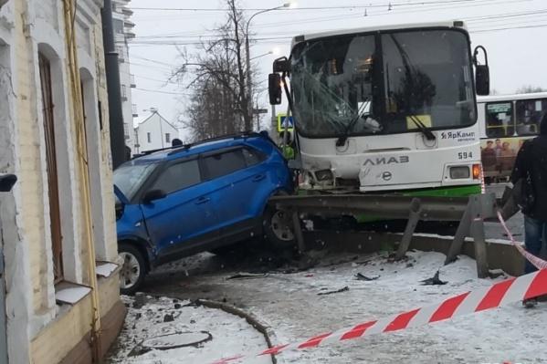 ДТП с участием двух автобусов произошло на Московском проспекте Ярославля