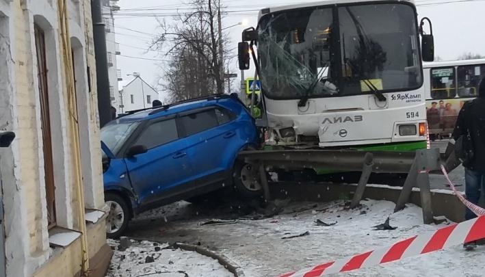 Количество пострадавших в аварии с автобусами выросло до 24 человек: что известно об их состоянии
