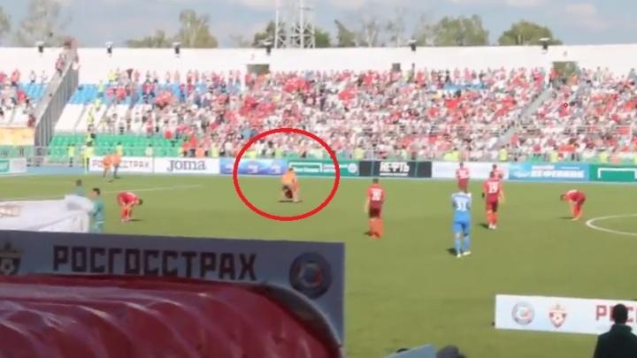 Футбольная комиссия разберется, почему фанат «Спартака» выбежал на поле в матче с «Уфой»