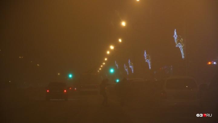 «Сотни людей застряли на дороге»: буран парализовал движение в Самарской области