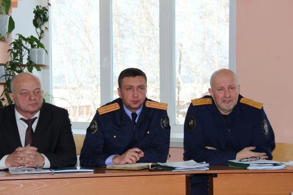Проследить ход расследования дела и побеседовать с педагогами в край прибылстарший помощник председателя СК Игорь Комиссаров