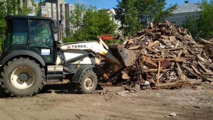 В Уфе спустя год убрали строительный мусор на территории снесённого дома