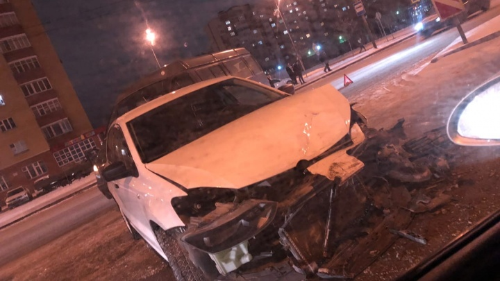 Авария с машиной ТВВИКу, наезд на ребенка и опасный дрифт в Тюмени: дорожные видео недели