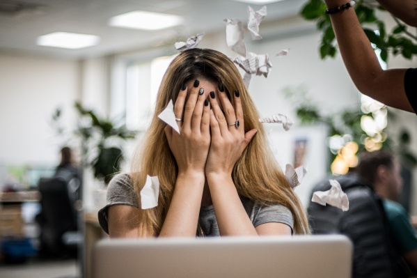 По словам экспертов, часто преследователями становятся те, кто и сам был жертвой травли — в школе или на работе