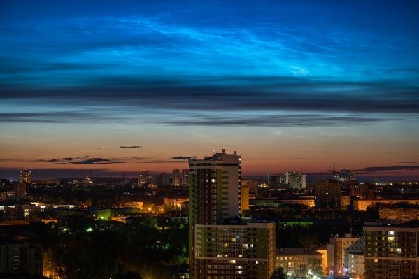 Это необыкновенное зрелище: облака светятся изнутри