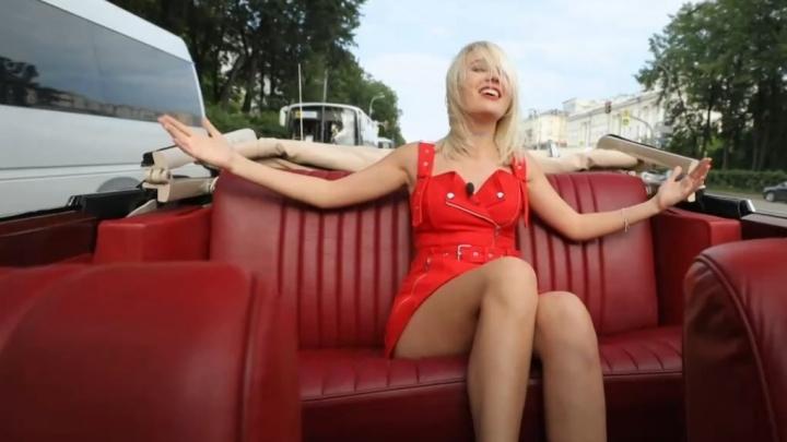 Ведущая «Орла и решки» заночевала у Саши Царикова: на «Пятнице» показали выпуск шоу из Екатеринбурга