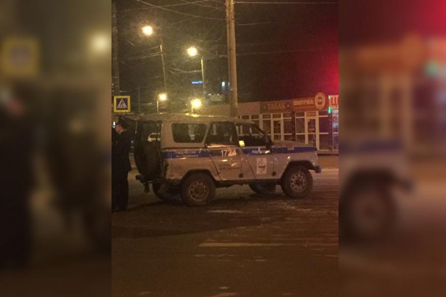 Полицейские ехали на вызов с включенными спецсигналами