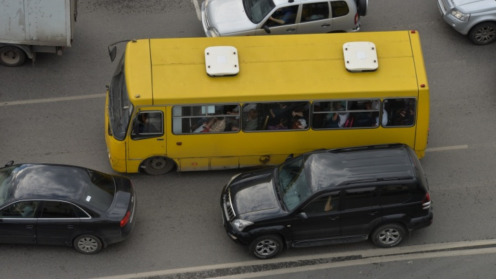 Кондуктор, который выгнал из автобуса школьника-инвалида на Сортировке, уволился