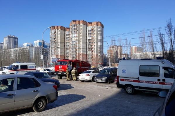 К месту эвакуации сегодня выезжали оперативные службы