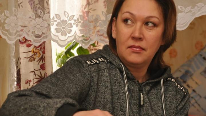 Женщине, 40 лет прожившей в чужой семье из-за путаницы в роддоме, присудили 1 млн компенсации из 10