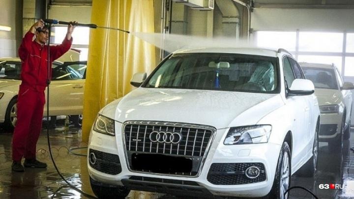 В Самаре двух чиновников задержали за крышевание автомойки
