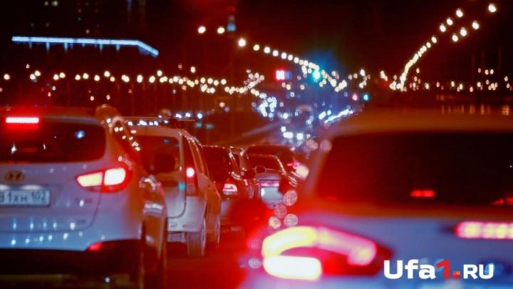 На въезде в Уфу машины встали в огромной пробке