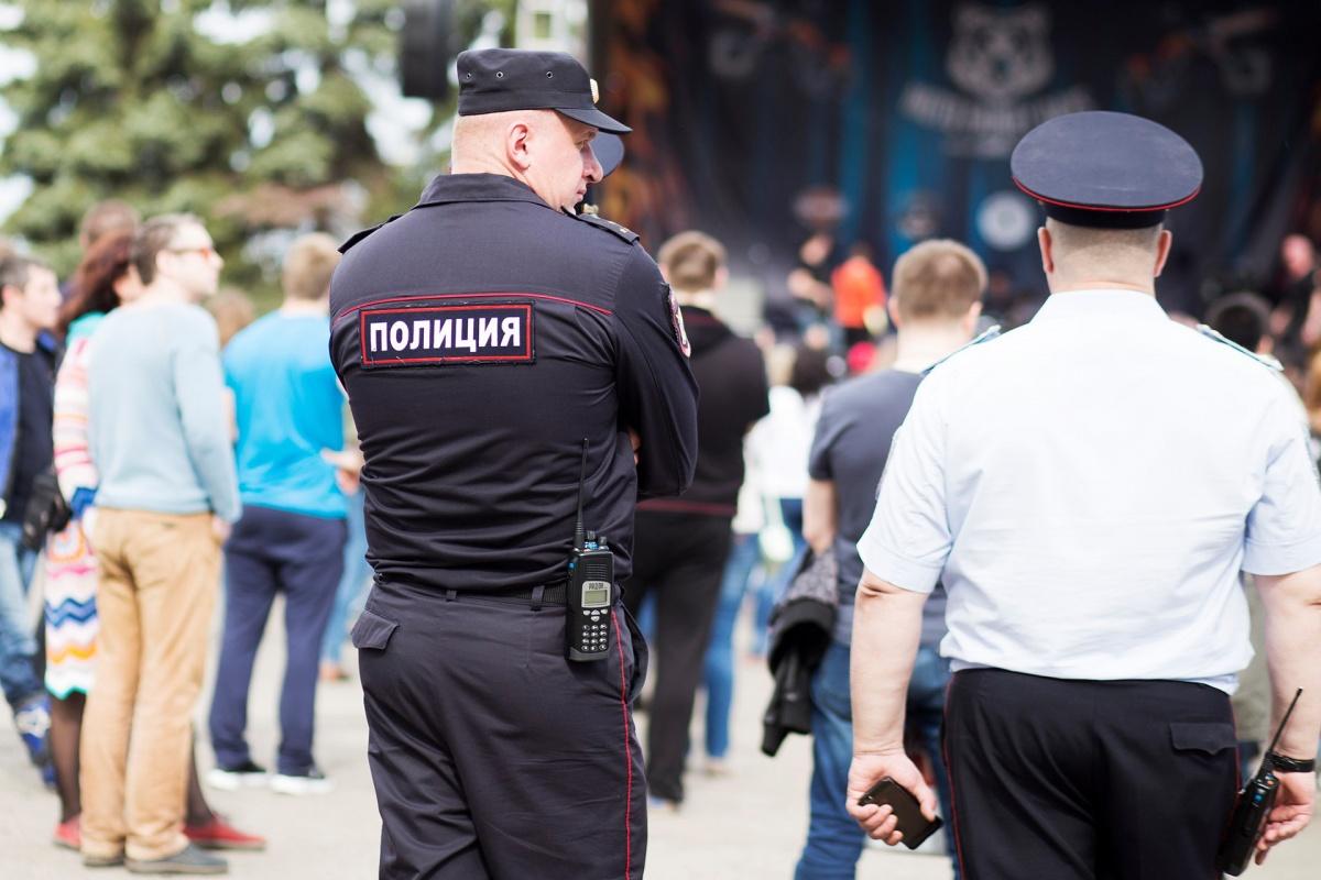 Полицейские борются с мошенниками, но что они могут поделать, когда люди сами отдают кому попало деньги