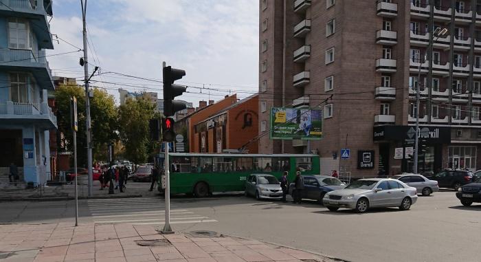 Место аварии около гостиницы «Октябрьская»