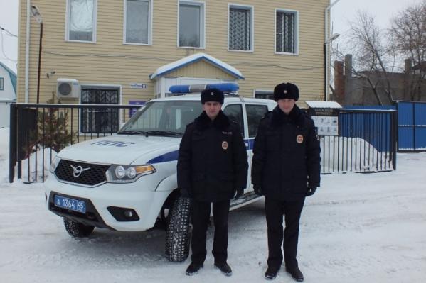 В составе наряда ППС было два полицейский и стажер