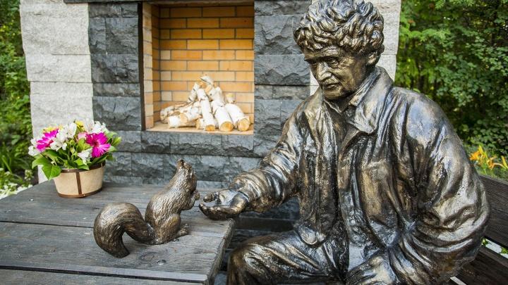 В Новосибирском зоопарке открыли памятник Ростиславу Шило