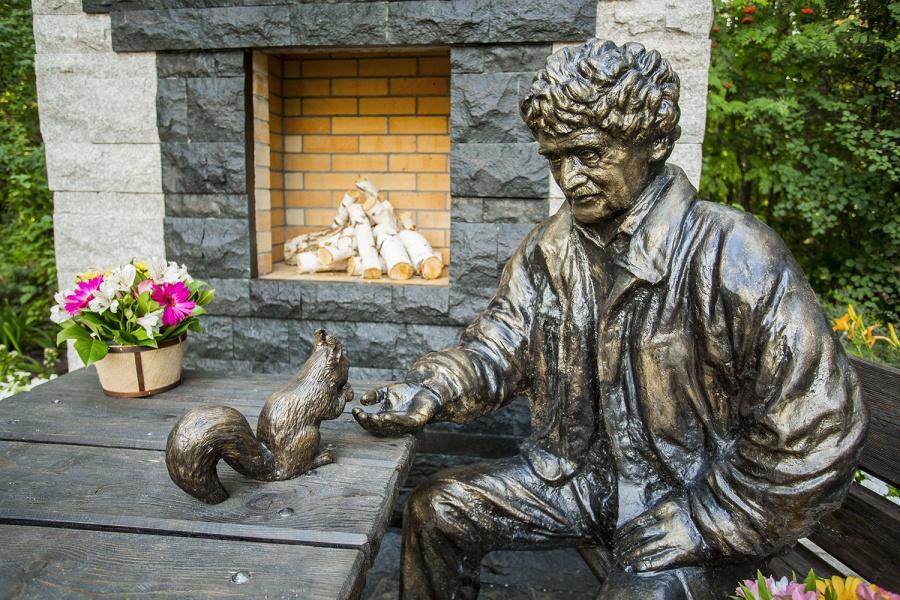 ВНовосибирском зоопарке открыли монумент его легендарному боссу
