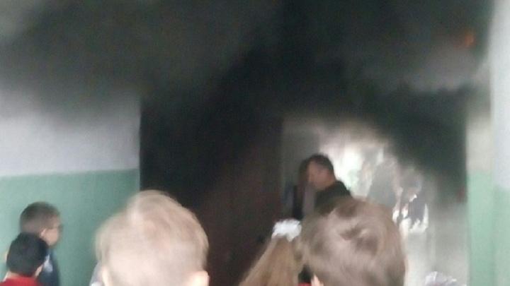 Бешеный принтер: в волгоградском лицее эвакуировали учеников из-за горящей оргтехники