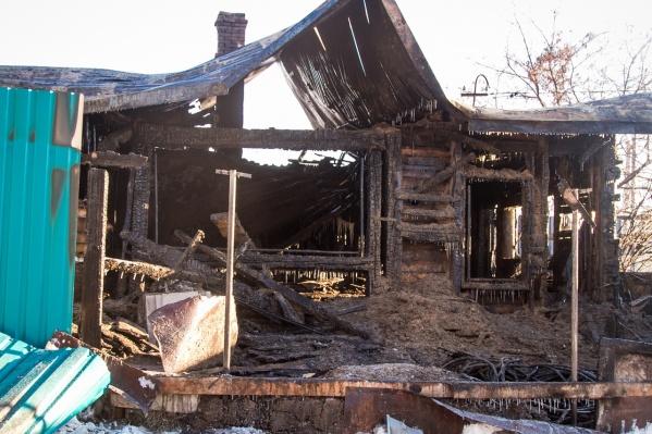 Частный дом выгорел полностью