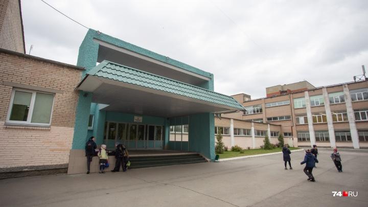 Вход по банковским картам: родителям учеников челябинского лицея объявили о новых правилах