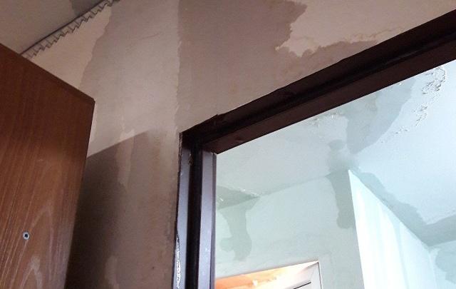 В общежитии ЮФУ в Ростове по стенам текут «бурные реки», а отопления все еще нет
