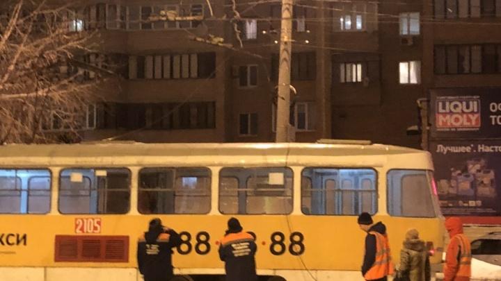 На Ставропольской из-за обрыва проводов встали трамваи