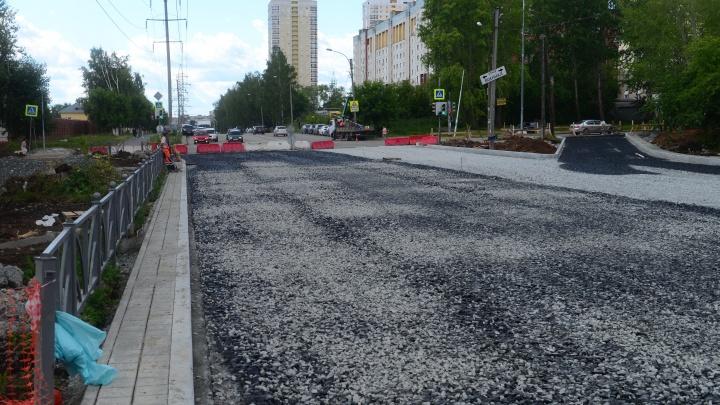 Дорогу, из-за которой в пробке стоит Вторчермет, ремонтируют уже месяц. Показываем, что изменилось