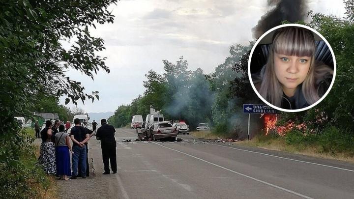 «Мама чудом вытащила детей из горящей машины»: семья из Перми пострадала в аварии в Грузии