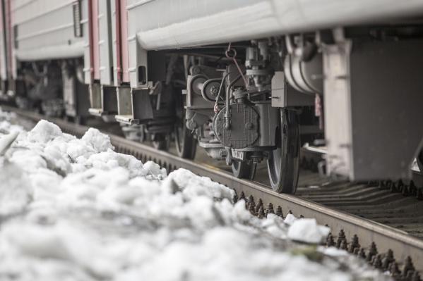 Попавший под поезд мальчик умер на месте