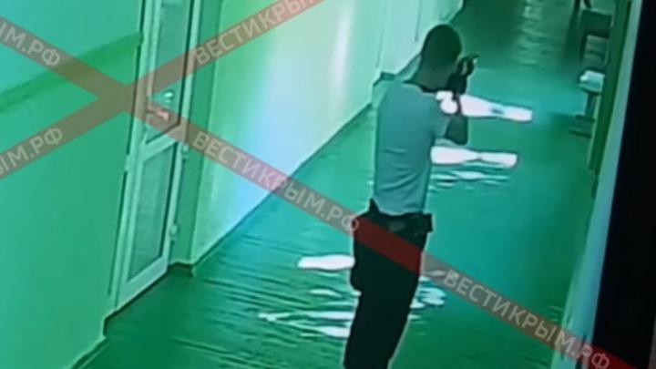 Хладнокровно добивал раненых: появилось видео бойни в колледже в Керчи