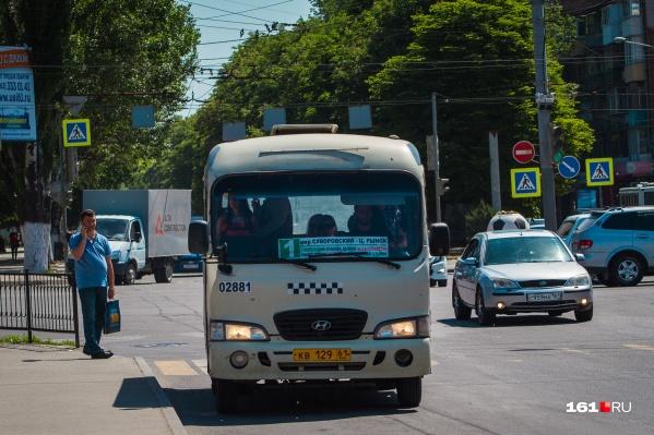 Жители Суворовского жалуются, что не могут часами уехать из центра домой