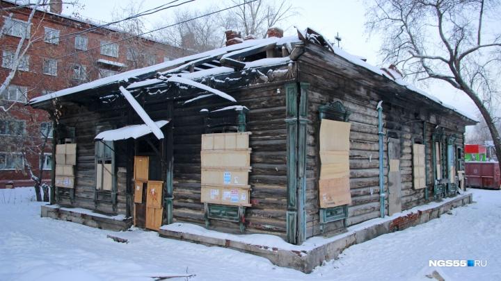 В Омске мародёры разбирают объект культурного наследия