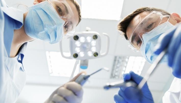Проблемы стоматологии: что делать, если врачи отказываются ставить имплантат