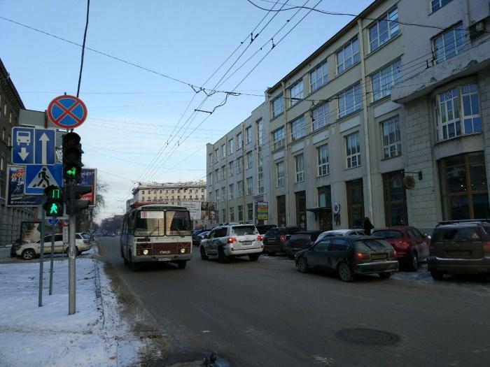 Сейчас по улице Советской в сторону улицы Ленина может ездить только общественный транспорт