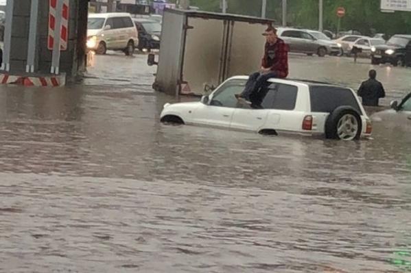 Левый берег вчера особенно затопило