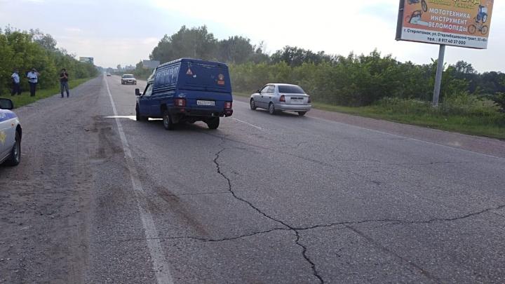 «Если бы не камень, улетели бы в овраг»: в ДТП под Стерлитамаком пострадали водитель и двое детей