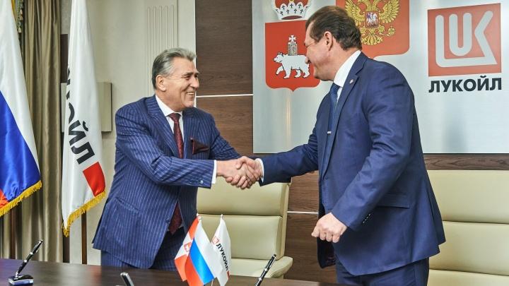 «ЛУКОЙЛ» подписал соглашение о сотрудничестве с главами 25 территорий Пермского края