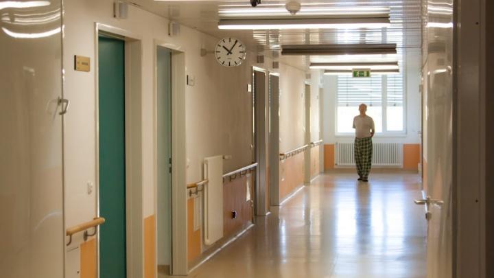 В Половинской районной больнице, где главврач подделал свой диплом, лечили без лицензии