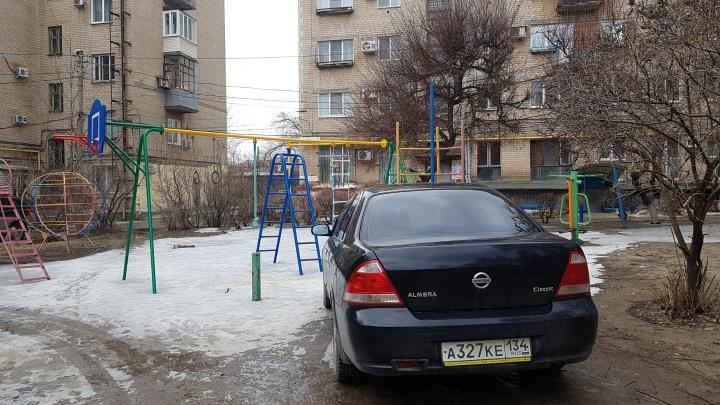 «Легче пойти пешком»: из-за масленичных гуляний в центре Волгограда затрещали по швам все парковки