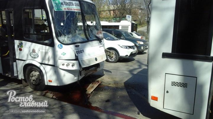 В Ростове при столкновении двух автобусов пострадали 13 человек