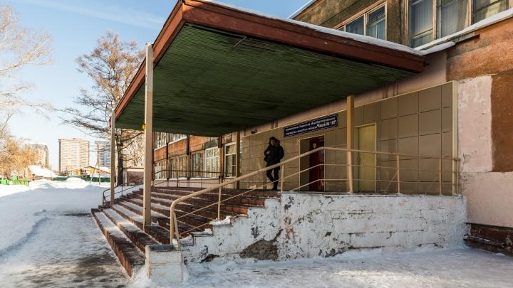 «Старое здание разберут»: на месте лицея с погнутыми окнами построят новое здание