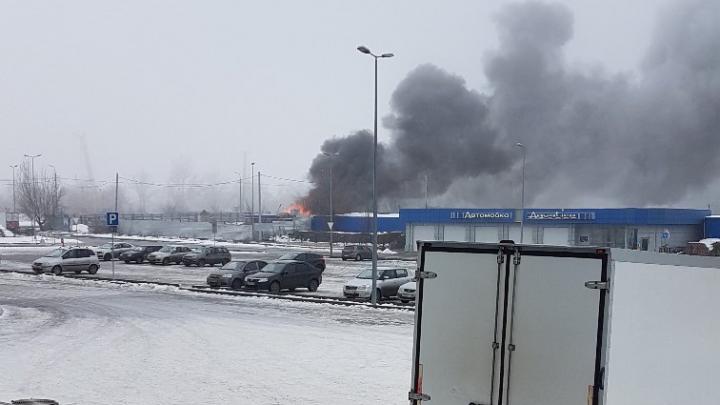 «Столб огня и дыма видно издалека»: в Волгограде вспыхнул пожар рядом с армянской церковью