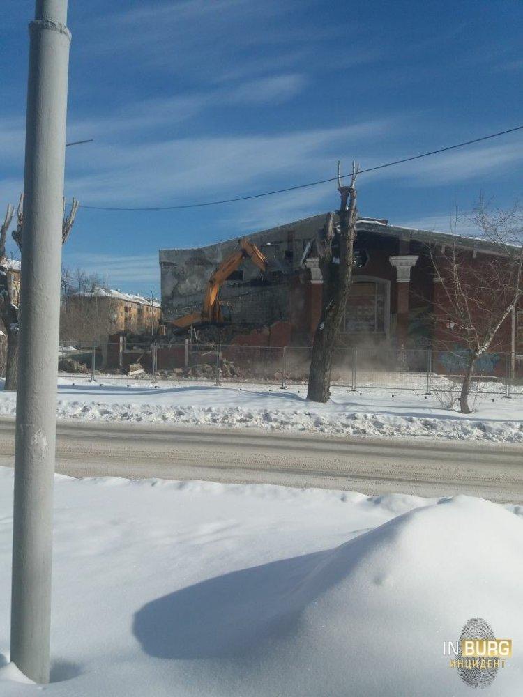 На Уралмаше снесли старинный кинотеатр «Темп»