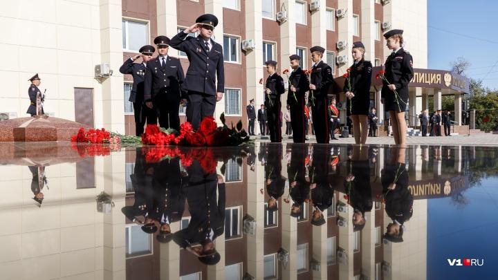 «Во время войны не было даже царапин»: в Волгограде открыли мемориал погибшим милиционерам