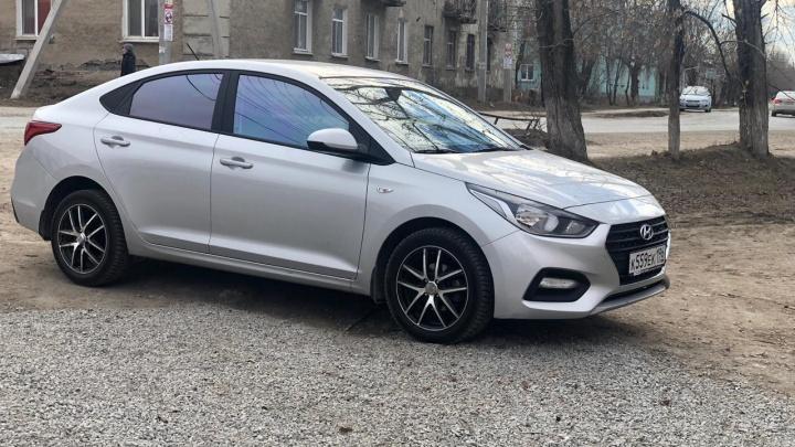 «Поставил заглушку»: в Екатеринбурге мужчина взял авто в аренду и пропал вместе с ним