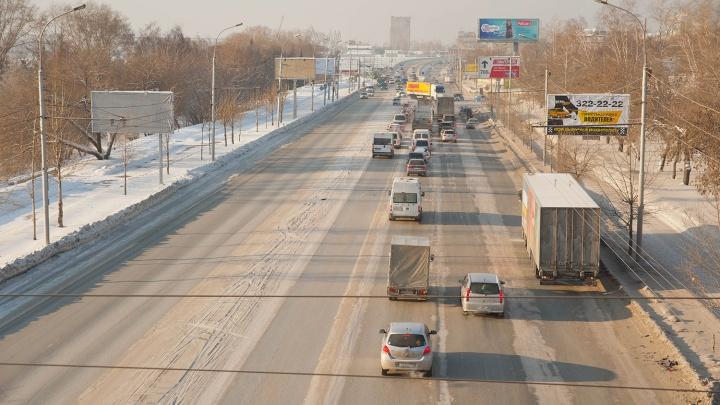 В Новосибирске ограничили передвижение грузовиков